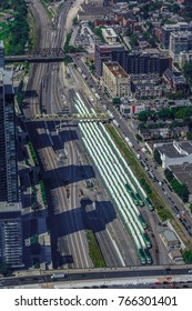[2013-08-16] GO trains parked in a station, Toronto, Canada