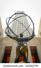 [2013-12-25] Atlas statue in front of Rockefeller Center, NYC facing St. Patrick's cathedral. This 15 feet bronze statue was created by sculptor Lee Lawrie and installed on this location in 1937.