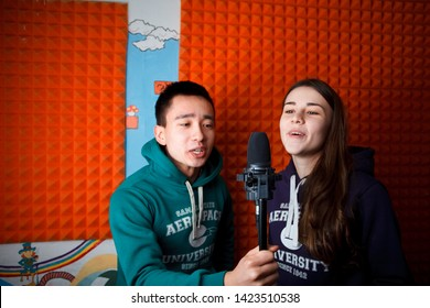 2016.01.17 Business school training in the Samara University. Two students sing a duet with noise cancelling material on the background. Studio photos!!