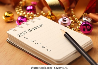 2017 goals list with gold decoration