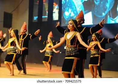 2017: Pretty Kadazan dancer girl at Sabah Cultural Village, Sabah, Malaysia-Julai 21, Malaysia., Penampang, Sabah.