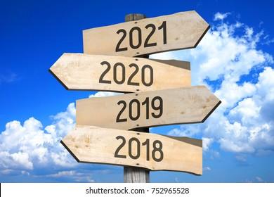 2018/ 2019/ 2020/ 2021 - signpost/ road sign