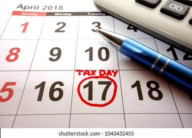 2018 calendar with tax day marked on the date of April 17
