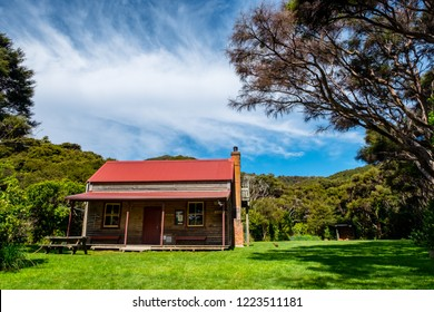 2018, October 4 - New Zealand, Tasman, Able Tasman the great walk hut.