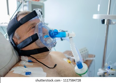 2018-05-31, Belarus, Grodno regional cardiac centre. White male patient performs CPAP therapy using CPAP mask in intensive care department. Editorial use only.