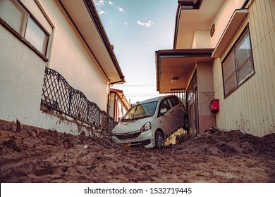 2019. 10. 14. Disastrous scenery in Japan, Marumori after the Typhoon Hagibis. Water has reached to 2nd floor, cars have been washed away.  This disaster has cruelly taken at least 73 people's lives.