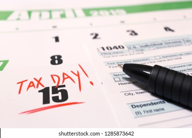 2019 calendar with 1040 income tax form for 2018 showing tax day for filing on April 15
