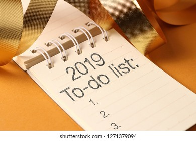 2019 goals list with gold decoration and the ribbon