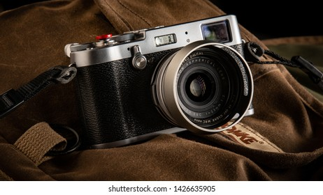 Fujifilm X100 Images, Stock Photos & Vectors | Shutterstock
