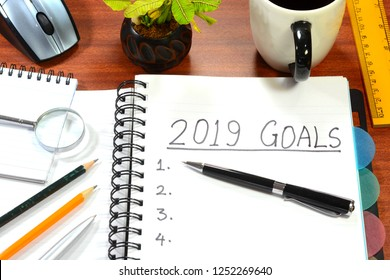 2019 New Year Goals written on a diary and pen
