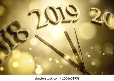 2019 new year shining clock
