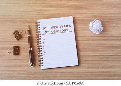2019 New Year's Resolutions on notepad - retro styles