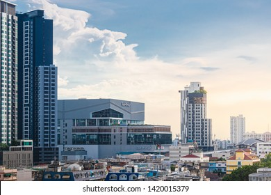 2019.6.8 Bangkok, Thailand : GATEWAY Bang-Sue, the new department store located nearby Tao Poon MRT Station. Many brands, stores, and restaurant in there. Beautiful sunset sky.