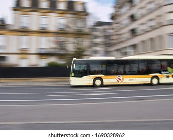 2020/03/29 - Luxembourg, Luxembourg-city - Luxembourg city buses with motion blur effect