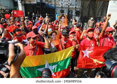 2021,February,1,Bangkok,Thailand,NLD supporters in Bangkok are protesting outside Myanmar Embassy against the military coup 17.06  Police dissolve rallies in front of the Myanmar embassy  Initially