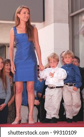 20APR99:  Actress JANE SEYMOUR & twins on Hollywood Boulevard where she was honored with the 2,131st star on the Hollywood Walk of Fame.  Paul Smith / Featureflash
