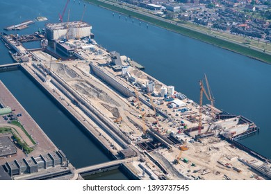 21 April 2019, IJmuiden, Holland. Aerial view of construction work at a new sluice. For the largest boats and ships a new sea lock is now being built in the Noordzeekanaal by BAM and Volker Wessels