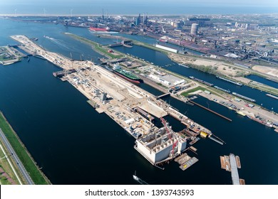 21 April 2019, IJmuiden, Holland. Aerial view of construction work at the new sluice in IJmuiden. For the largest ships a new sea lock is now being built in the Noordzeekanaal. In the back Tata Steel