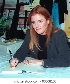 "21JAN99:  SARAH, DUCHESS OF YORK at booksigning in Los Angeles for her new book ""Dieting With The Duchess.""  Paul Smith / Featureflash"