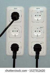 220 volt white wall socket