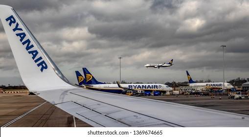 22/02/2019 Luton, England. Ryanair planes. Boeing 373-800 from Ryanair.