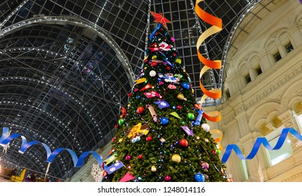 23 November 2018, Moscow, Russia. Christmas tree in the shopping center GUM on red square in Moscow.