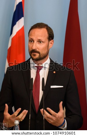 62f12328 Crown Prince Haakon , Crown Princess Mette-Marit of the Kingdom of Norway  and president of Latvia Raimonds Vejonis with his wife Iveta Vejone at  press ...