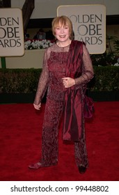 23JAN2000:  Actress SHIRLEY MACLAINE at the Golden Globe Awards in Beverly Hills.  Paul Smith / Featureflash