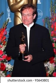 23MAR98: Actor ROBIN WILLIAMS at the 70th Academy Awards.