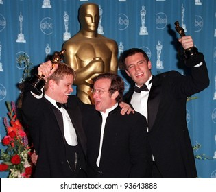 23MAR98: MATT DAMON (left), ROBIN WILLIAMS & BEN AFFLECK at the 70th Academy Awards.
