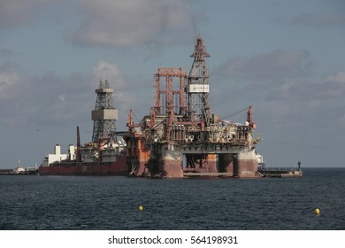 24-02-2017 Oil rigs in the east dock in the Maritime Port of saint Cross of Tenerife