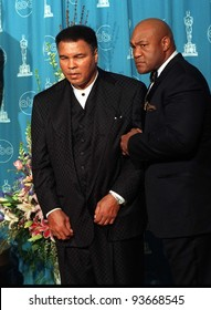 24MAR97:  MUHAMMED ALI (left) & GEORGE FOREMAN at the Academy Awards. Pix: PAUL SMITH