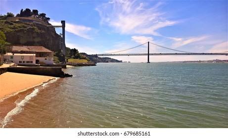 25 de Abril Ponte with beach