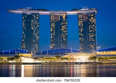25-Mar-17 Singapore: Marina Bay Sands at Dawn