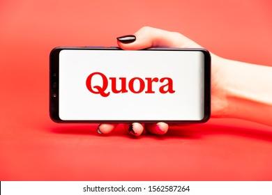 26 08 2019 Tula: Quora on the phone display. Logo