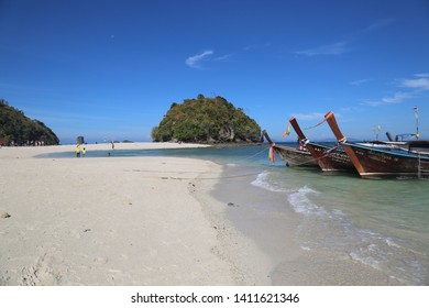 26 March 2019,  Krabi Province, Thailand. Tombolo /Sandbank  is named as one of the wonders and highlights of the Krabi  Unseen Thailand Sea.Travelers travel to the island by boat  and on the beach