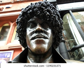 26th September 2018, Dublin, Ireland. Statue of deceased Irish rock star, Phil Lynott from Thin Lizzy, off Grafton Street, with Bruxelles pub in the background.