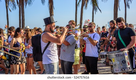 27 November, 2016. Festival de Fanfarras Ativistas - HONK! RiO 2016. Brazilian and foreign street musician playing trumpets, tambourines, drums and trombones at Copacabana, Rio de Janeiro, Brazil