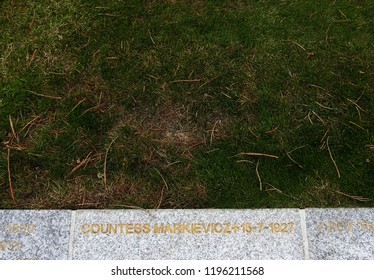 27th September 2018 Dublin. Modest grave of Constance Georgine Markievicz or  Countess Markievicz, an Irish Sinn Féin and Fianna Fáil politician, revolutionary nationalist, suffragette and socialist.