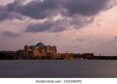 28 /10/ 2018: The weather in the UAE this week will be partly cloudy and dusty at times, with a chance of rainfall / Emirates Palace at sunset Abu Dhabi, UAE. Credit: Fahd Khan/Alamy Live News