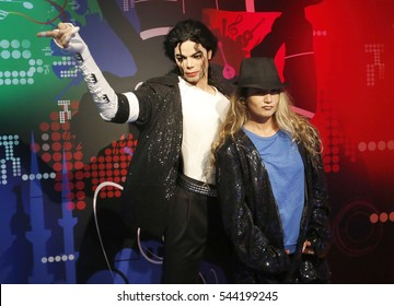 28 October 2016, Istanbul, Turkey.  A visitor take selfie with wax figure of US musician Michale Jackson at Madame Tussauds wax museum in Istanbul