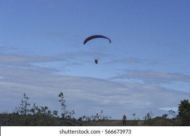 28-01-2017 Tenerife.Parapentes flying by the heaven of the port of the cross in the Islands Canary