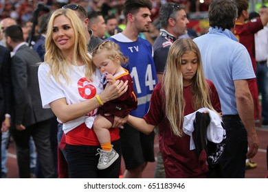 28.05.2017. Stadio Olimpico, Rome, Italy. Last match of Francesco Totti.Francesco Totti greets olimpic stadium at end of the match with his family.