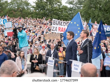 298/5000 SZCZECIN, POLAND - JULY 08, 2020: Presidential election in Poland. Election rally of the candidate opposition Rafal Trzaskowski.