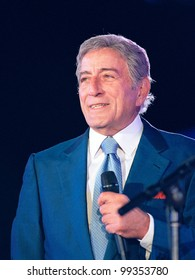 "29OCT99: Singer TONY BENNETT on stage at the MGM Grand, Las Vegas, for his concert staged by new internet company Pixelon.com as part of their ""iBash99"".      Paul Smith / Featureflash"