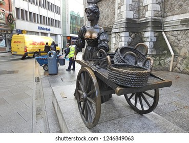 29th November 2018 Dublin. Bronze statue of a fictional fishmonger named Molly Malone, the star of a well-known Irish song. in Suffock Street, Dublin City Centre.