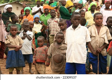 2nd November 2008. Refugees cross from DR Congo into Uganda at the border village of Busanza.