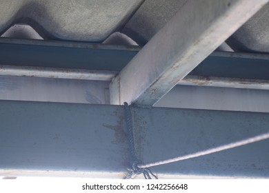 3 sizes of roof steel structures those were organize to intesect and welded at connection surface each others for transfer load from material above and other loads those affect roof.
