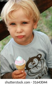 3 years old child eating ice cream