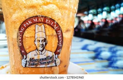 30 Disember 2018, Kota Bharu Kelantan Malaysia : Famous iced milk tea brand know as 'TEH TARIK MADU' by WARUNG PAK MAT PULAU PISANG.